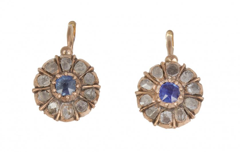 Pendientes de pp. S. XX con rosetón de diamantes y zafiro d