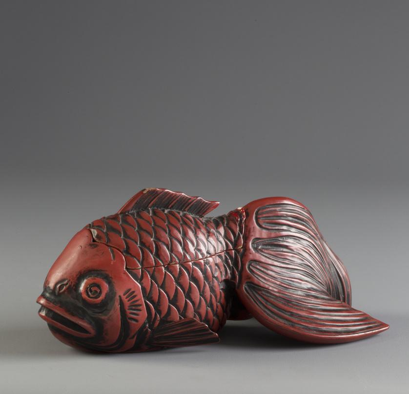 Caja en forma de pez en laca.Japón, pp. S. XX
