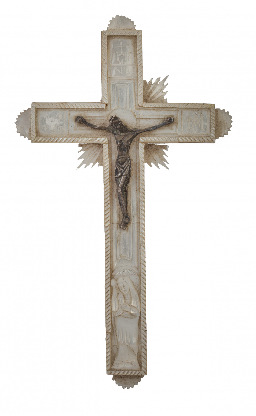 Cruz relicario en nácar.Recuerdo de Tierra Santa, S. XIX
