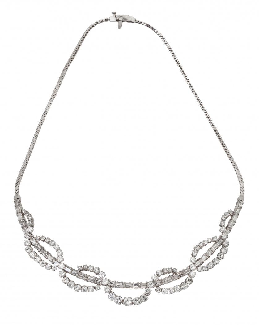 Collar de brillantes con diamante talla perilla central de
