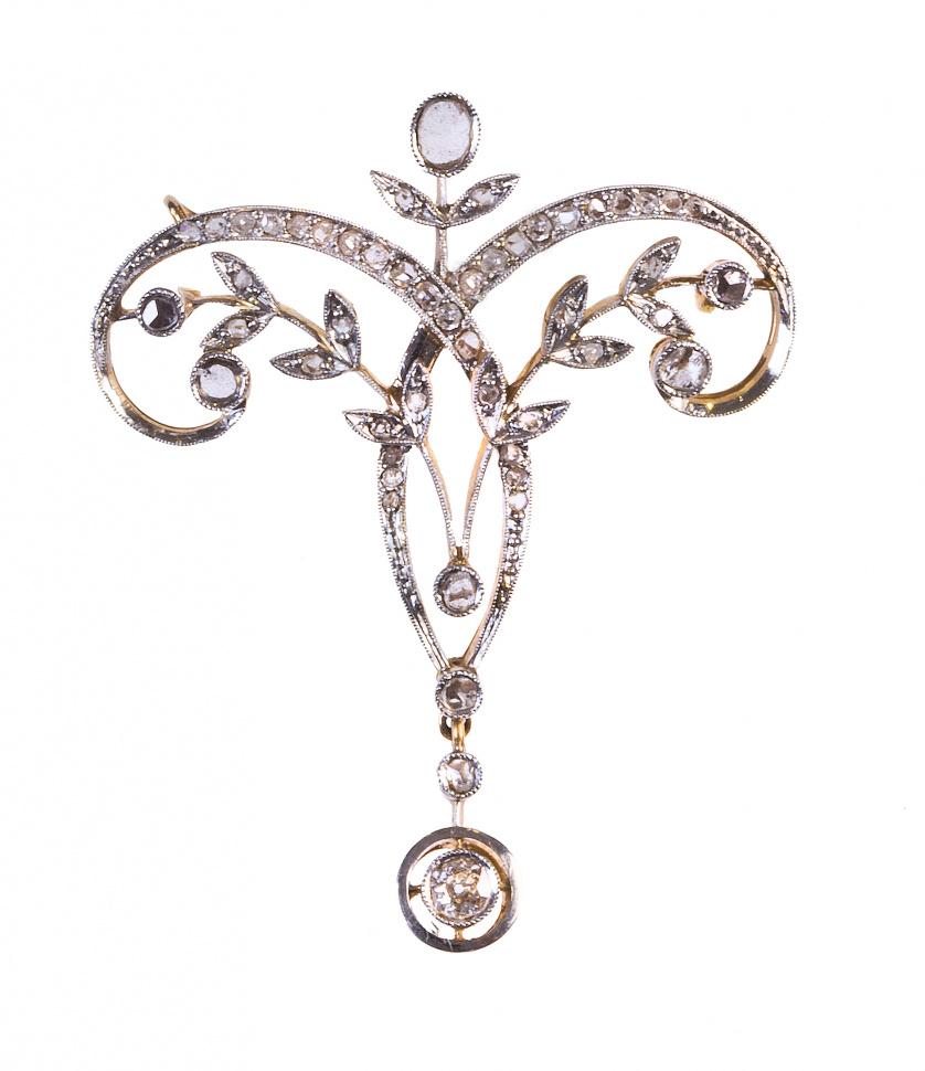 Broche de diamantes Belle Epoque con diseño simétrico de ra