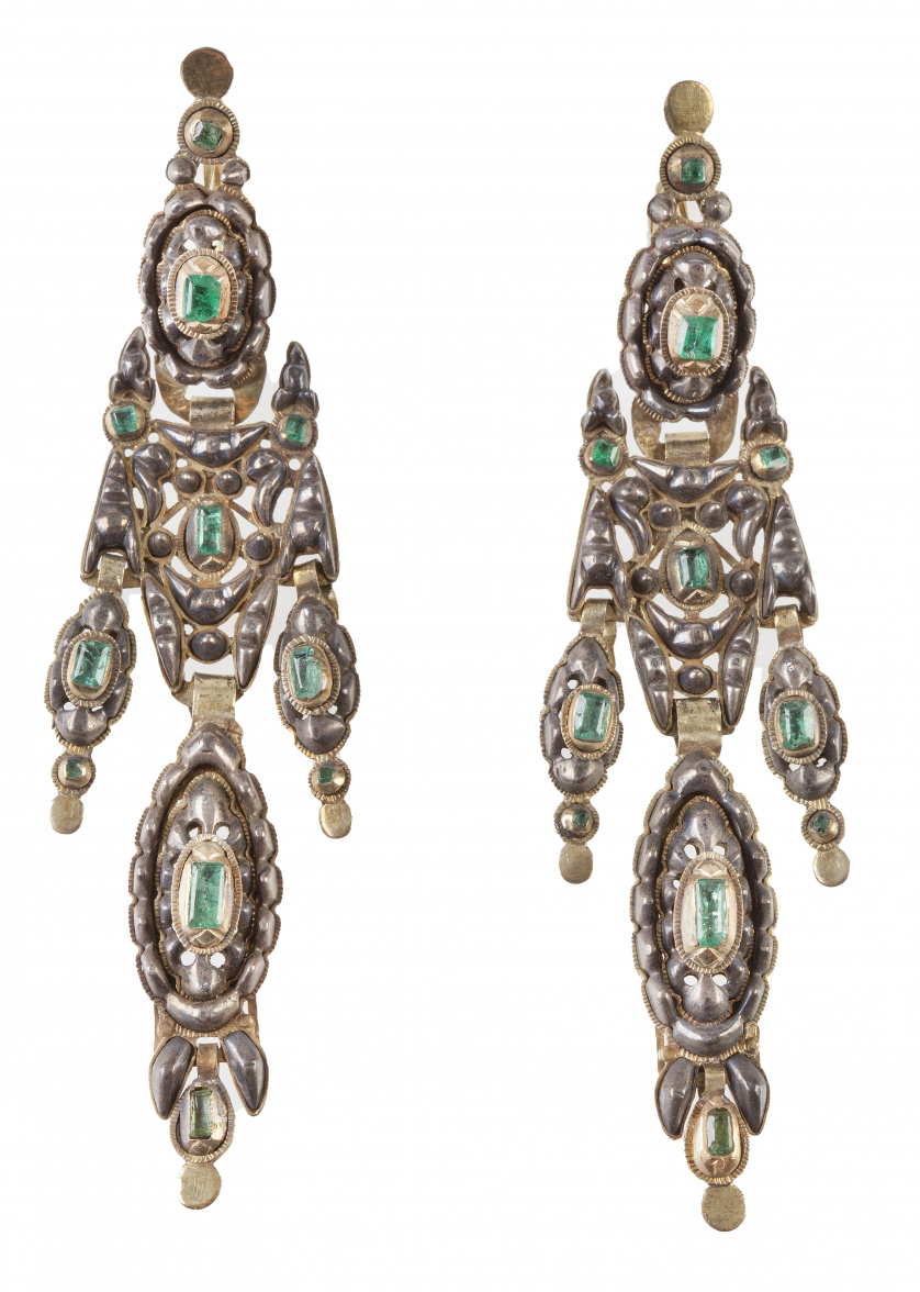 Pareja de arracadas de esmeraldas S. XVIII con tres cuerpos