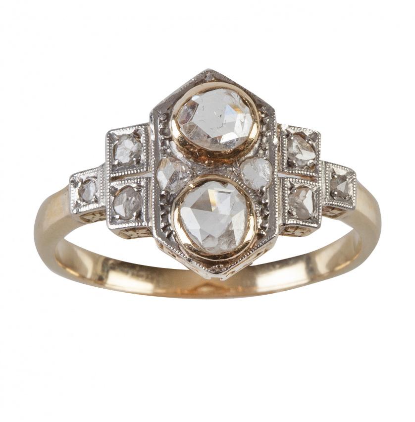 Sortija lanzadera Art-Decó con dos diamantes de talla rosa