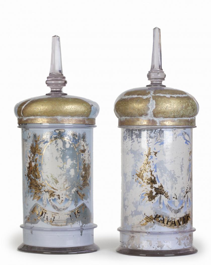 Pareja de botes de farmacia en cristal con restos de dorado