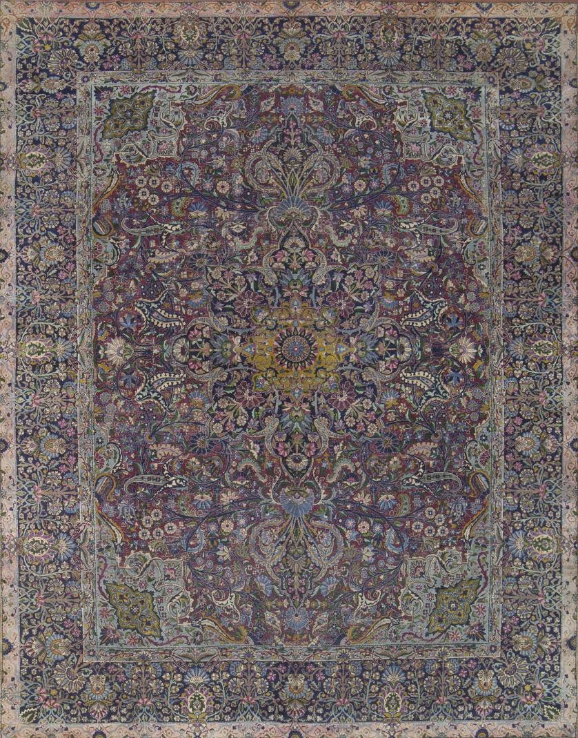 Alfombra persa antigua de profusa decoración, de capo azul,