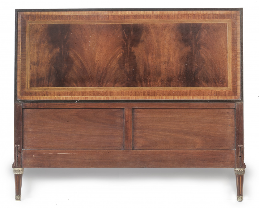 Cabecero de madera de caoba de estilo Luis XVI.S. XX.