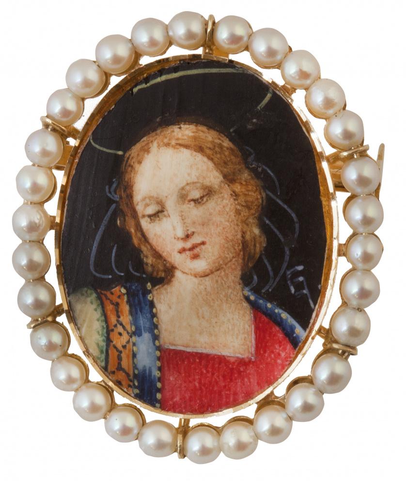 Broche-colgante con con dama pintada sobre marfil siguiendo