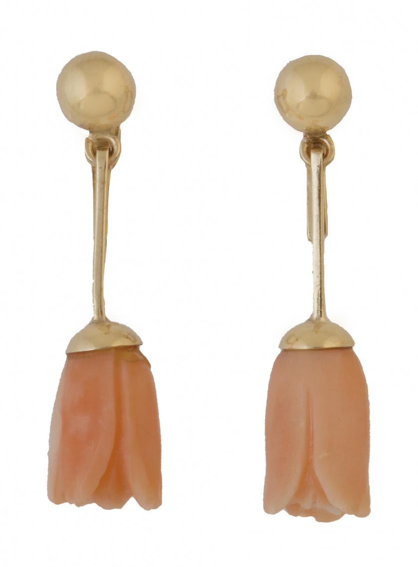 Pendientes largos con tulipanes de coral colgantes