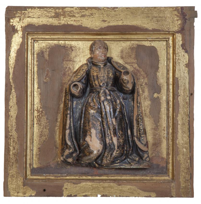 Santo en relieve en madera tallada y policromada.Sobre pa
