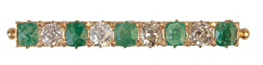 Broche barra de pp. S. XX  con cinco esmeraldas alternado c