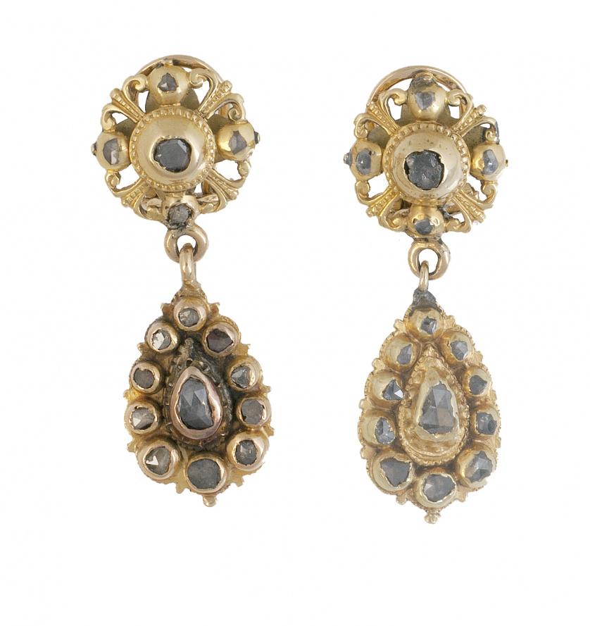 Pendientes largos S. XIX con diamantes de talla rosa, compu