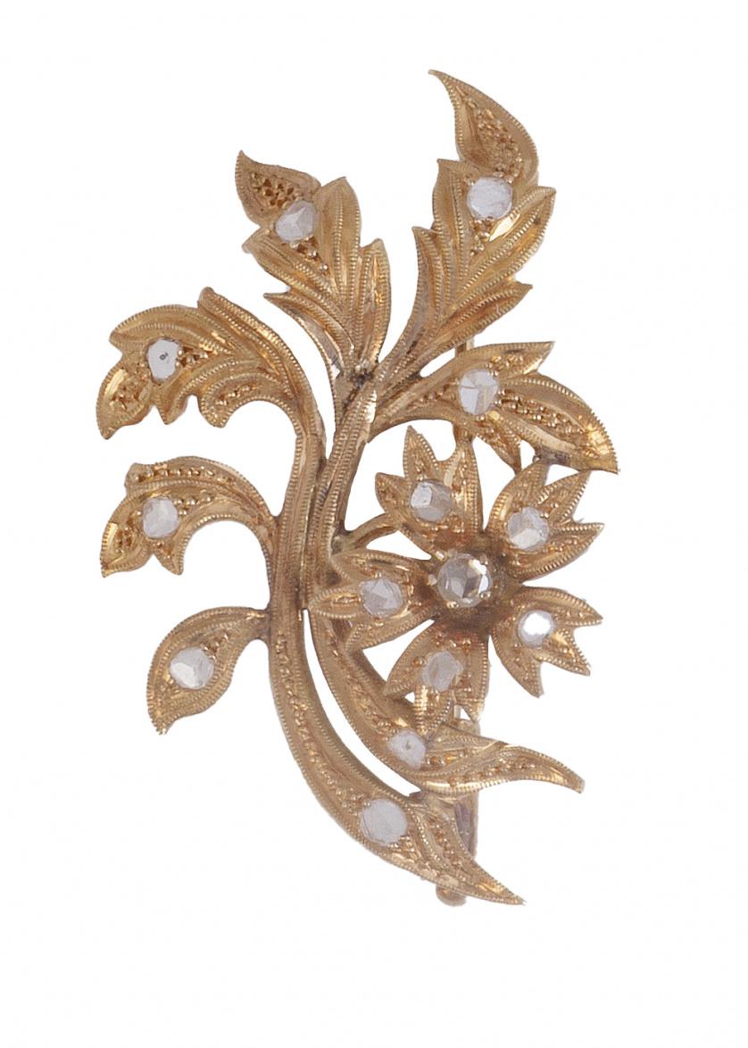 Broche S. XIX de diamantes con diseño de rama con flor y ho