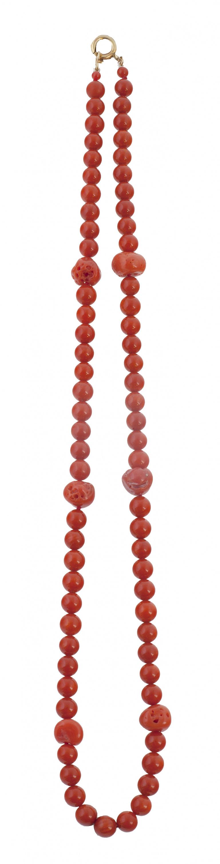 Collar S. XIX de un hilo de coral rojo de cuentas de 5,5 mm