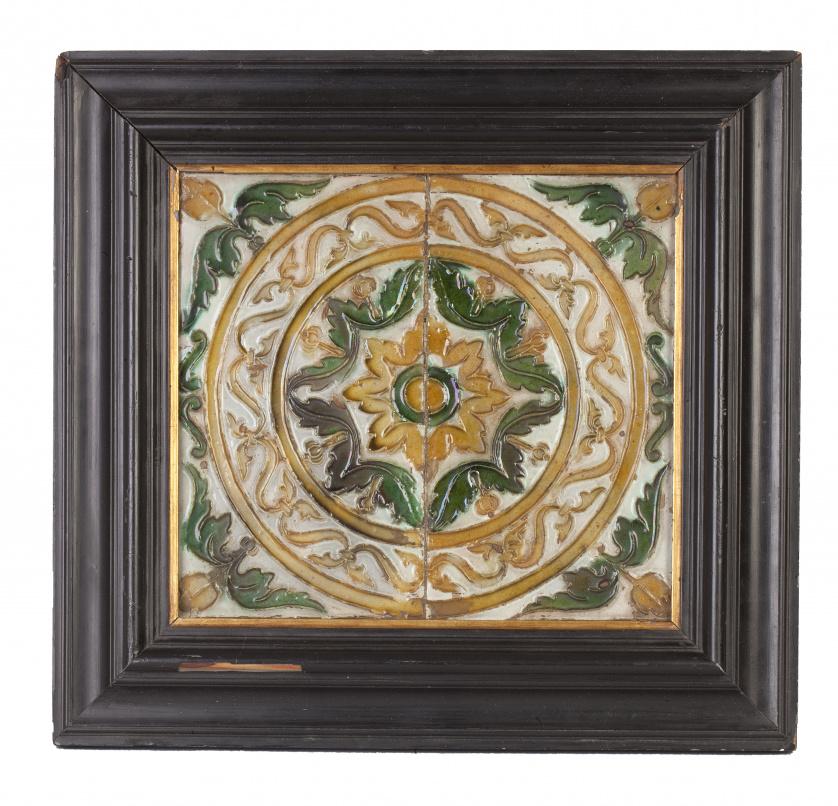 Pareja de azulejos de cerámica con decoración geométrica co