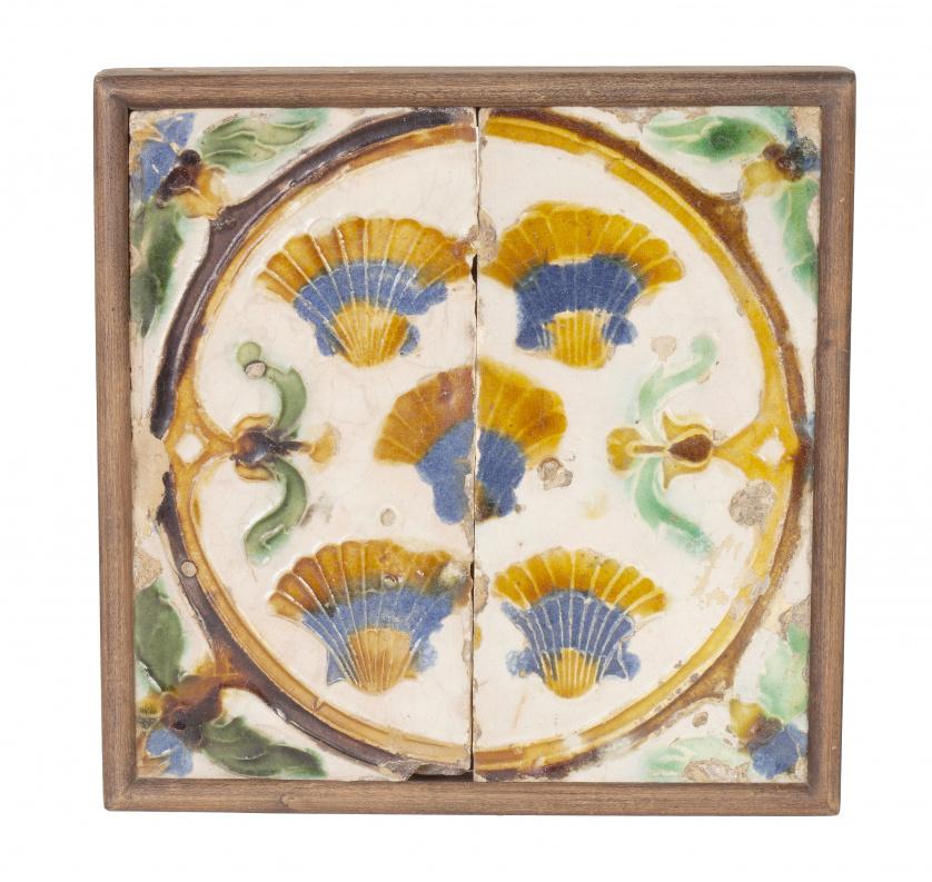 Dos azulejos en cerámica con la ténica de arista viva decor