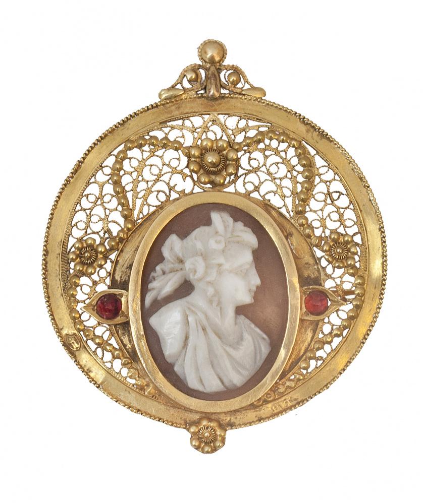 Broche circular de pp S. XIX con camafeo oval de dama en co