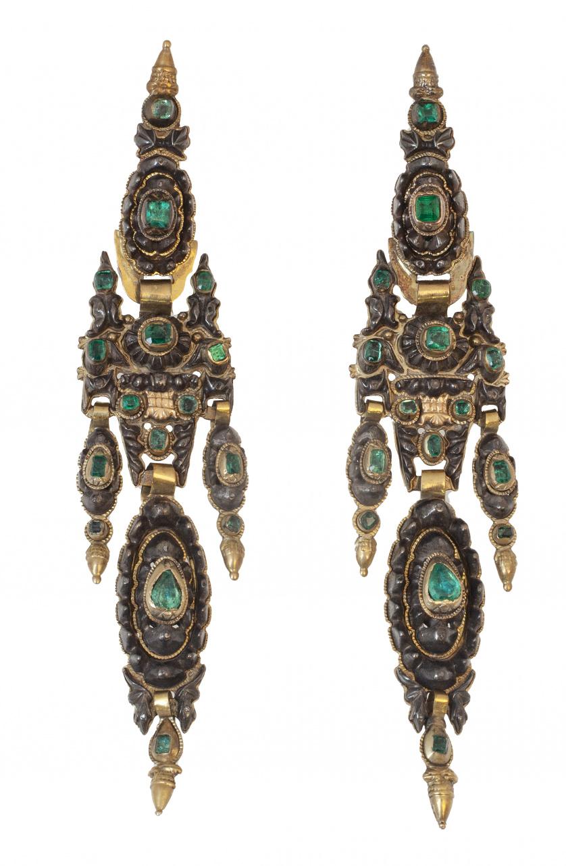 Pareja de arracadas de campanilla S. XVIII-XIX de esmeralda