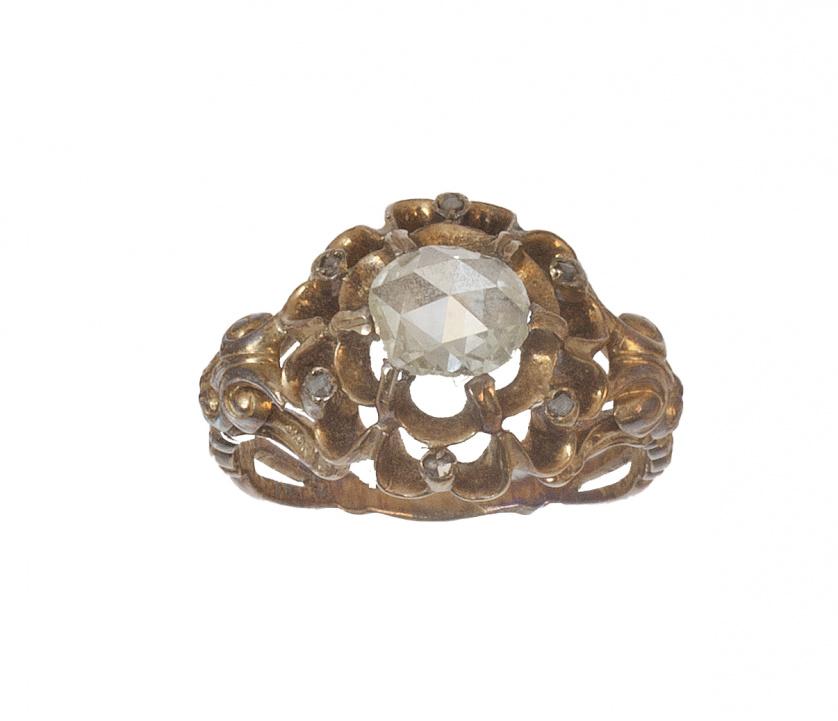 Sortija S.XVIII con centro de diamante de talla rosa en mon