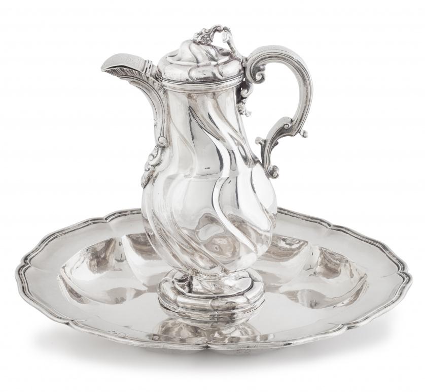 Jarro y palangana rococó en plata en su color, fundida, mol