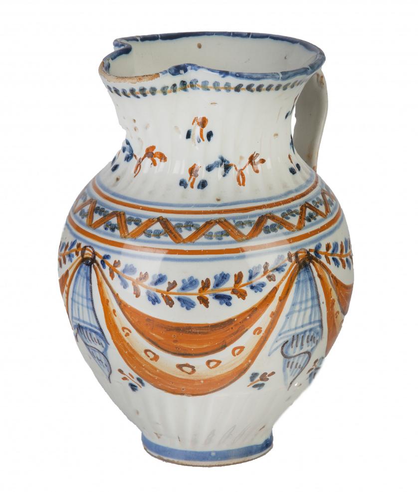 Jarro de cerámica esmaltada en ocre y azul de la serie de p