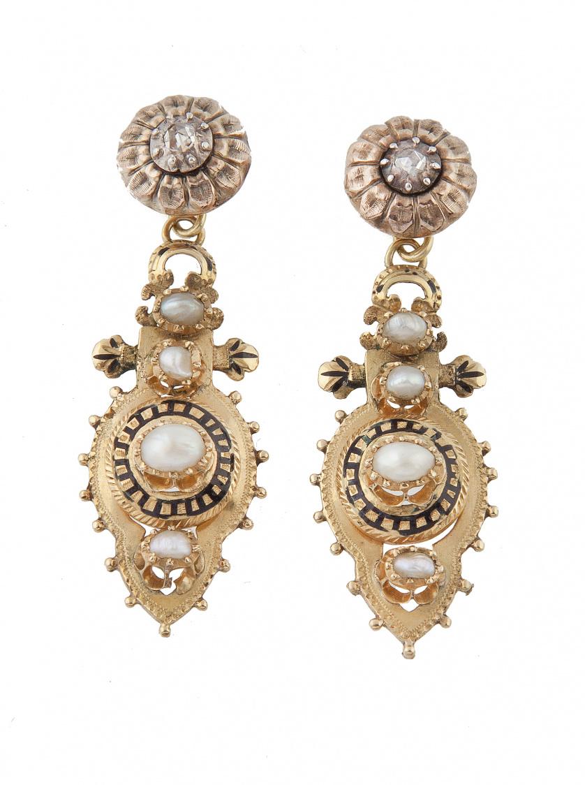 Pendientes largos victorianos con perlas finas, diamantes y