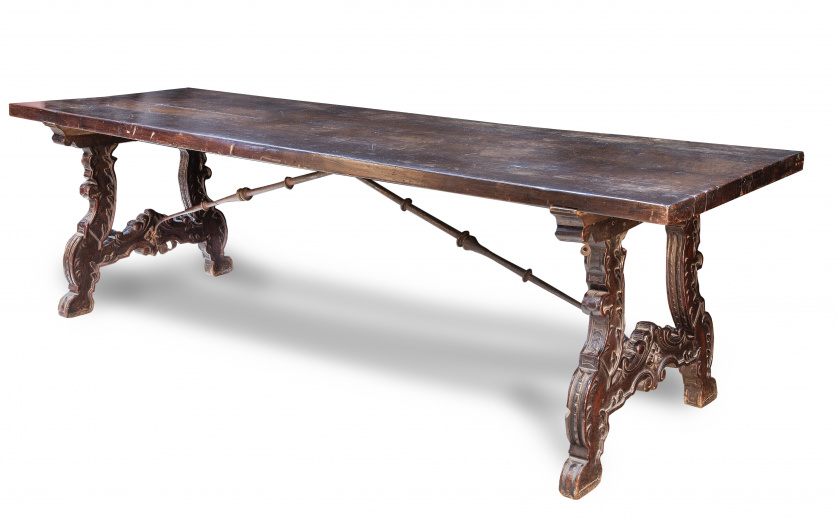 Bufete de madera de nogal.Trabajo español, S. XVII.