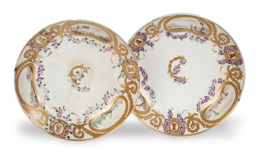 Pareja de platos de la vajilla de los Príncipes de Asturias