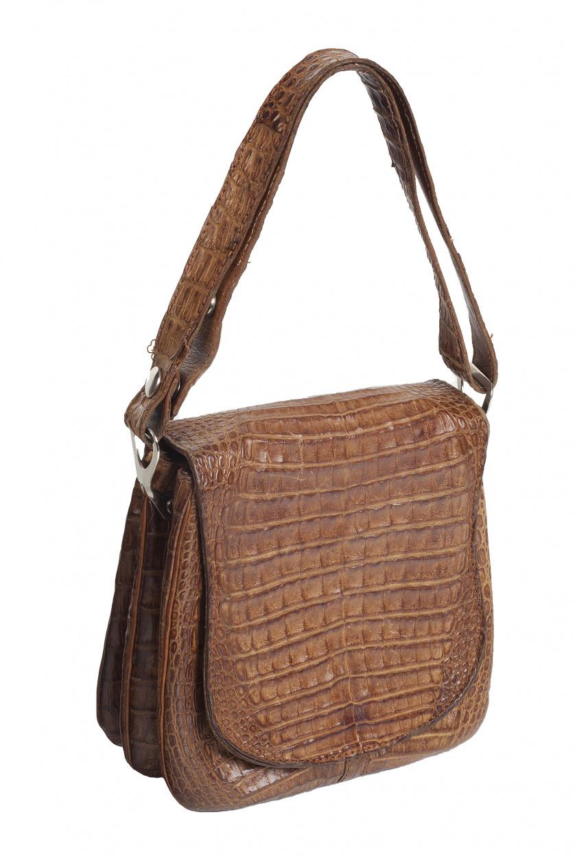 Bolso pequeño marrón claro con asa regulable