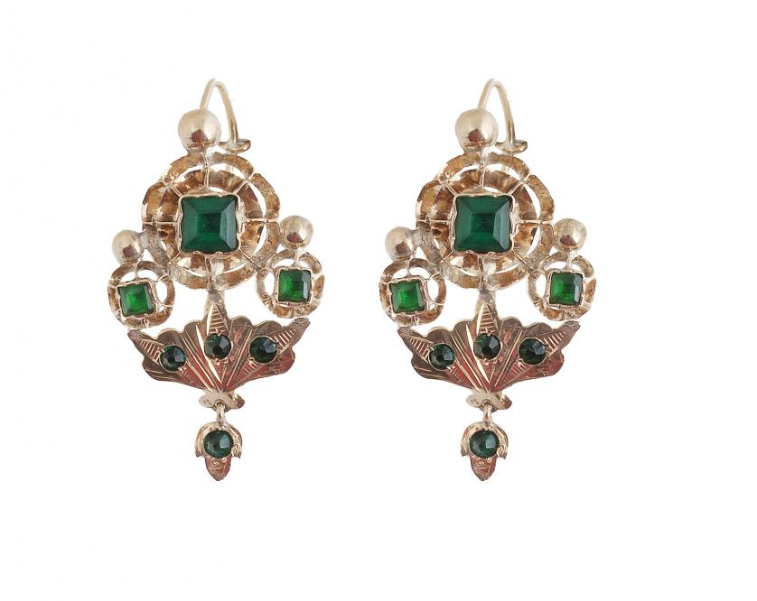 Pendientes S. XIX con símil esmeraldas en diseño de tipo fl