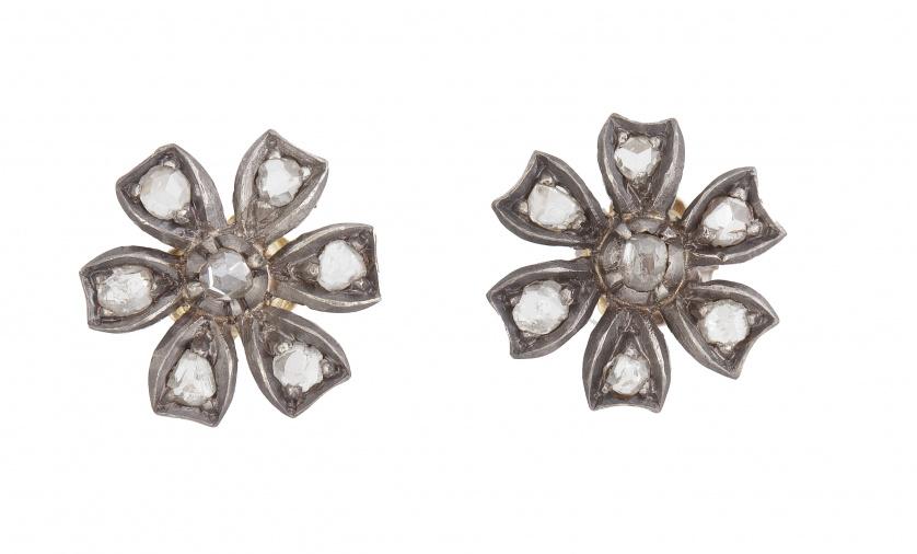 Pendientes de pp. S. XIX con flores de diamantes