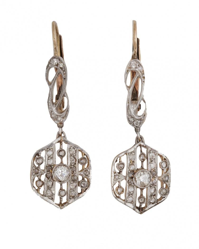 Pendientes largos Art-Decó con hexágono calado de diamantes
