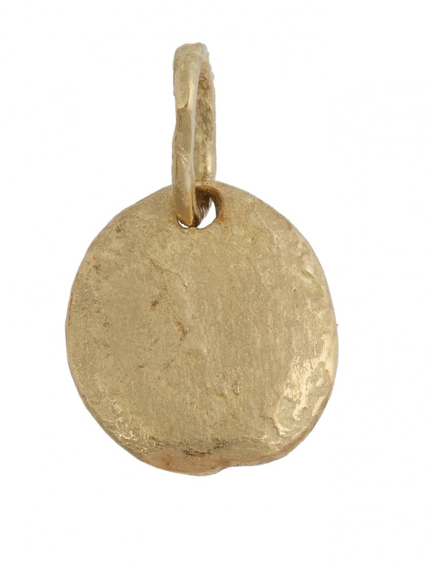 Colgante en forma de pepita oval de oro mate