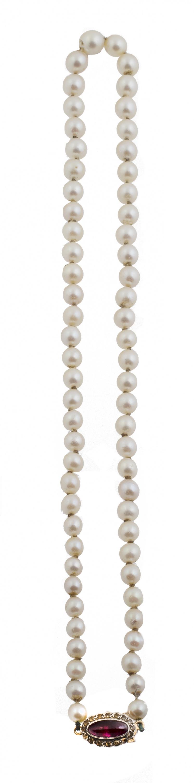 Collar de un hilo de perlas cultivadas de tamaño graduado,