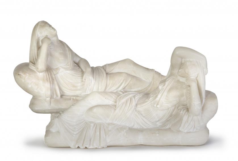 Pareja de figuras clásicas de mármol. Quizás recuerdo del