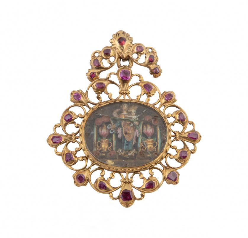Relicario colgante S. XVII-XVIII con marco calado de rubíes