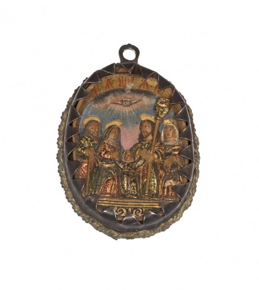 """Colgante devocional oval en madera  que incluye """"La sagrada"""