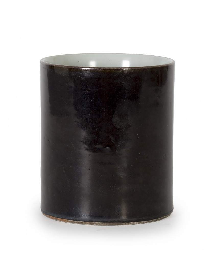 Porta pinceles en monócromo black mirror en porcelana. Chi